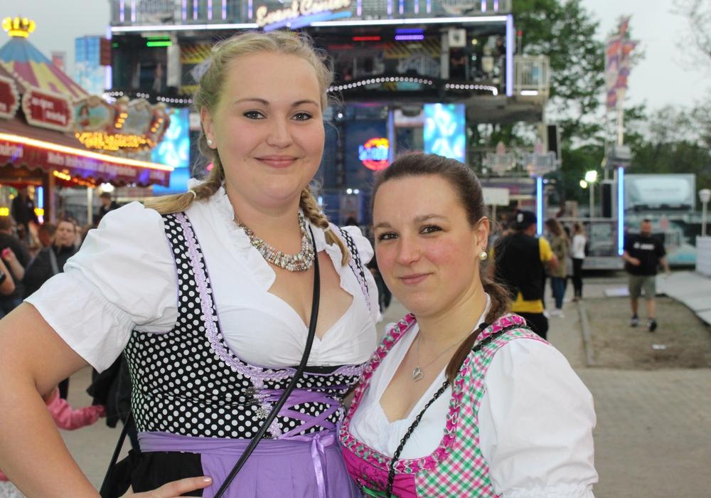 Gute Laune gab es zum Start des Wolfsburger Schützenfestes im Allerpark. Fotos: Eva Sorembik
