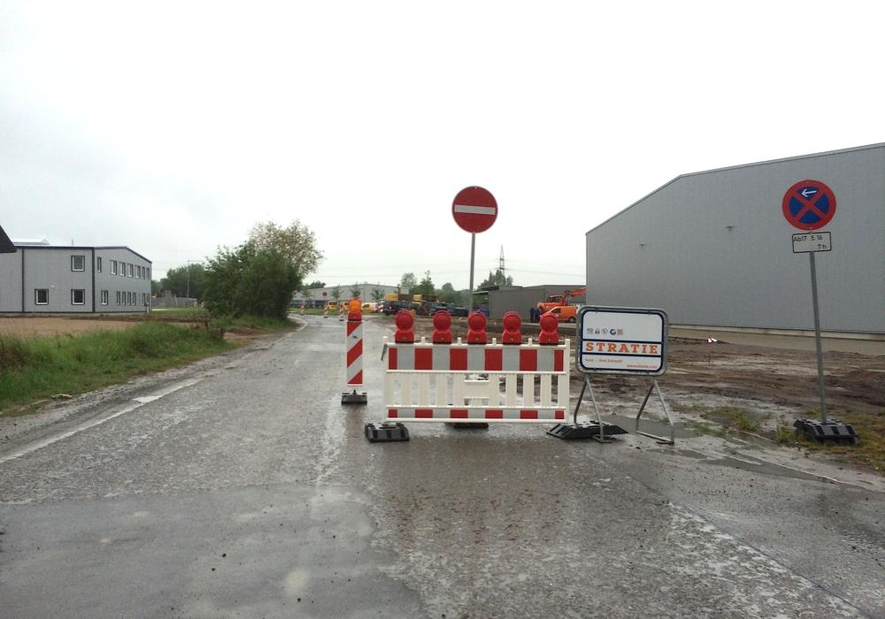 Wilhelm-Mast-Straße ist während der Bauarbeiten nur in Richtung Rehmanger befahrbar. Foto: Werner Heise
