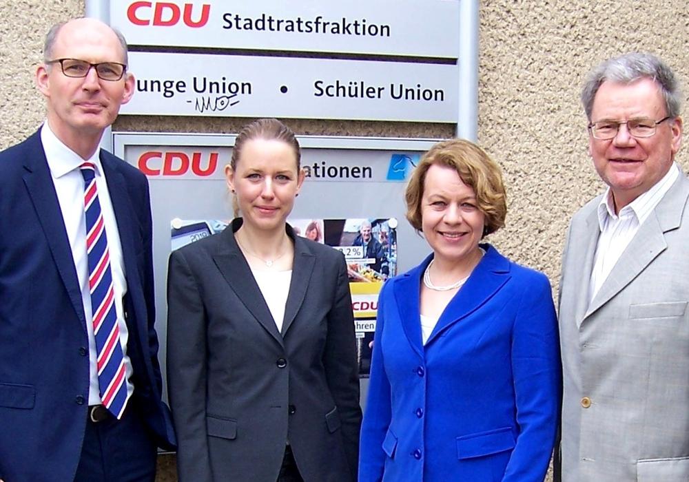 CDU Landtagsabgeordneter Christoph Plett (von links), Alexandra Fuchs und Evelyne Beger von der Arbeitsagentur Hildesheim mit Kreistagsabgeordneten Michael Kramer. Foto: CDU