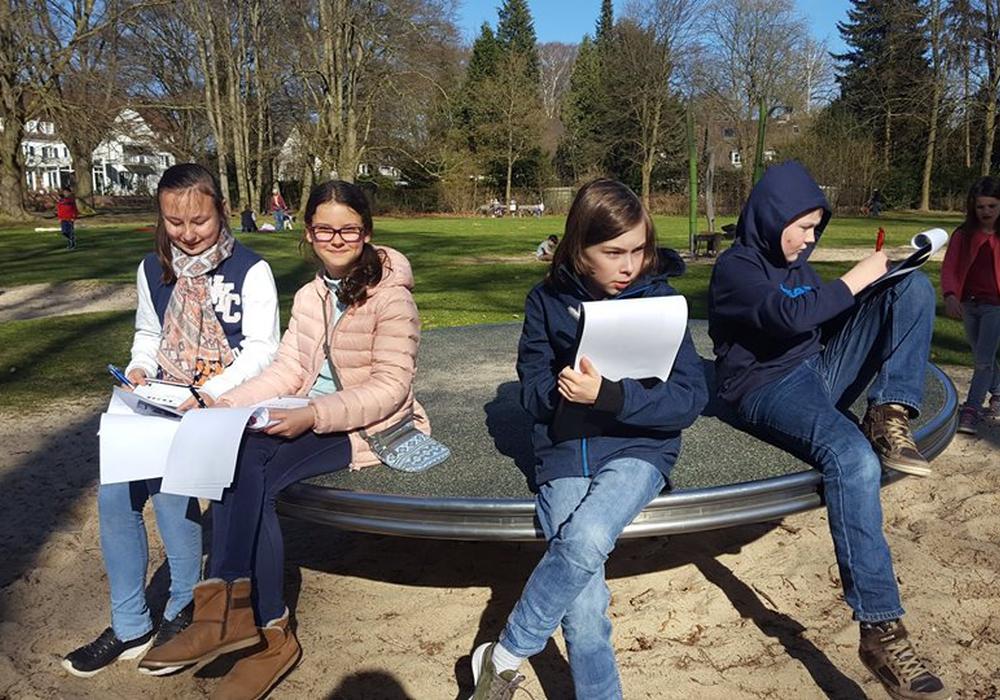 Mitglieder des ehemaligen Kinderbeirates beim Spielplatzcheck. Foto: Stadt Wolfsburg