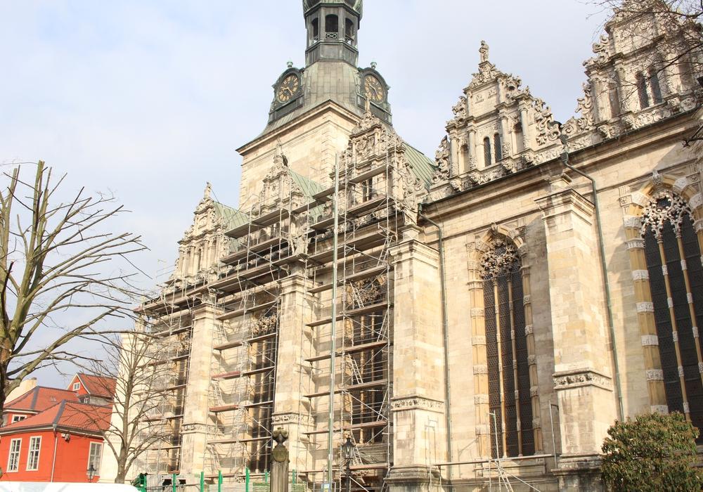 Die Südseite der Hauptkirche wird saniert. Foto: Max Förster