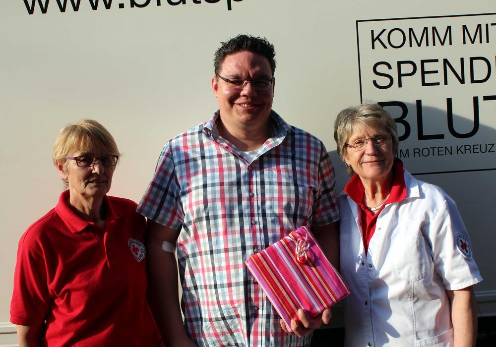 Bei der Blutspende in Roklum wurden Spender geehrt. Foto:Bernd-Uwe Meyer