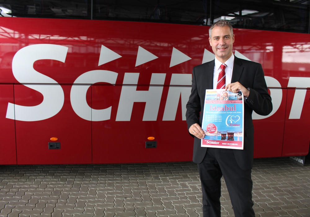 DER SCHMIDT ermöglicht im März 2016 Direktflüge von Braunschweig nach Istanbul. Phillip Cantauw aus der Geschäftsführung von DER SCHMIDT präsentiert das Angebot. Foto: Jan Borner