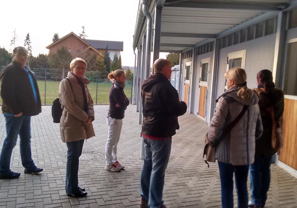 Anfang März hat die Wählergemeinschaft Langelsheim ihre Besuche bei Langelsheimer Betrieben fortgesetzt. Diesmal ging es in die Tierarztpraxis für Pferde und Kleintiere in der Rosenstraße. Foto:  Wodicka