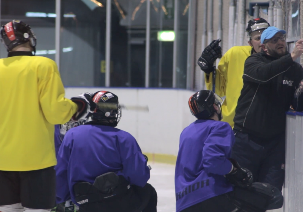 Volle Konzentration bei der Taktikbesprechung. Foto/Video: Jens Bartels