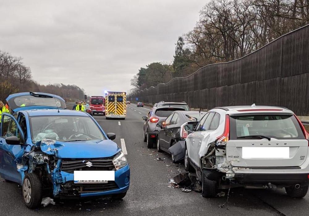 Die verunfallten Autos. Foto: Feuerwehr Helmstedt