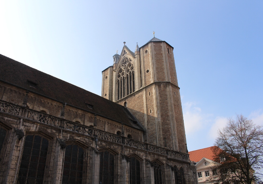 Der Stern wird vom Braunschweiger Dom aus an den Nachthimmel projiziert. (Archivbild)