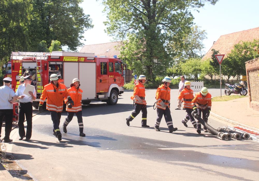 Am Samstag fand die Leistungsüberprüfung der Feuerwehren der Gemeinde Elm-Asse statt. Fotos: Anke Donner/jens Meyer