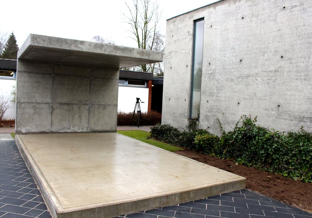 Der 110 Quadratmeter große Gebetsplatz bietet eine Fläche für die Trauergebete. Foto: Sina Rühland