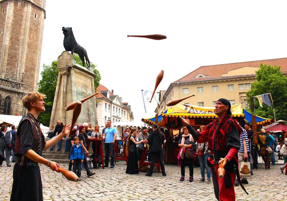 Am Pfingstwochenende findet wieder ein lebendiges mittelalterliches Treiben auf dem Burgplatz statt. Foto: Sina Rühland