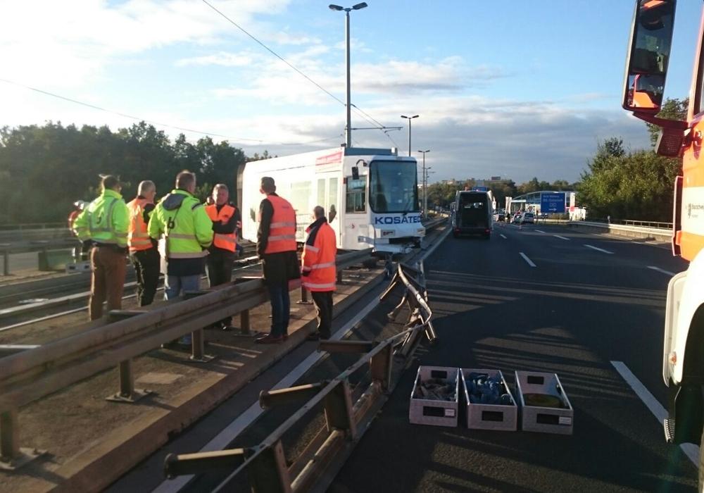 Wie die Verkehrs-GmbH nun mitteilte, dauern die Schienenarbeiten auf der Wolfenbütteler Straße weiterhin an. Foto: aktuell24(DC)