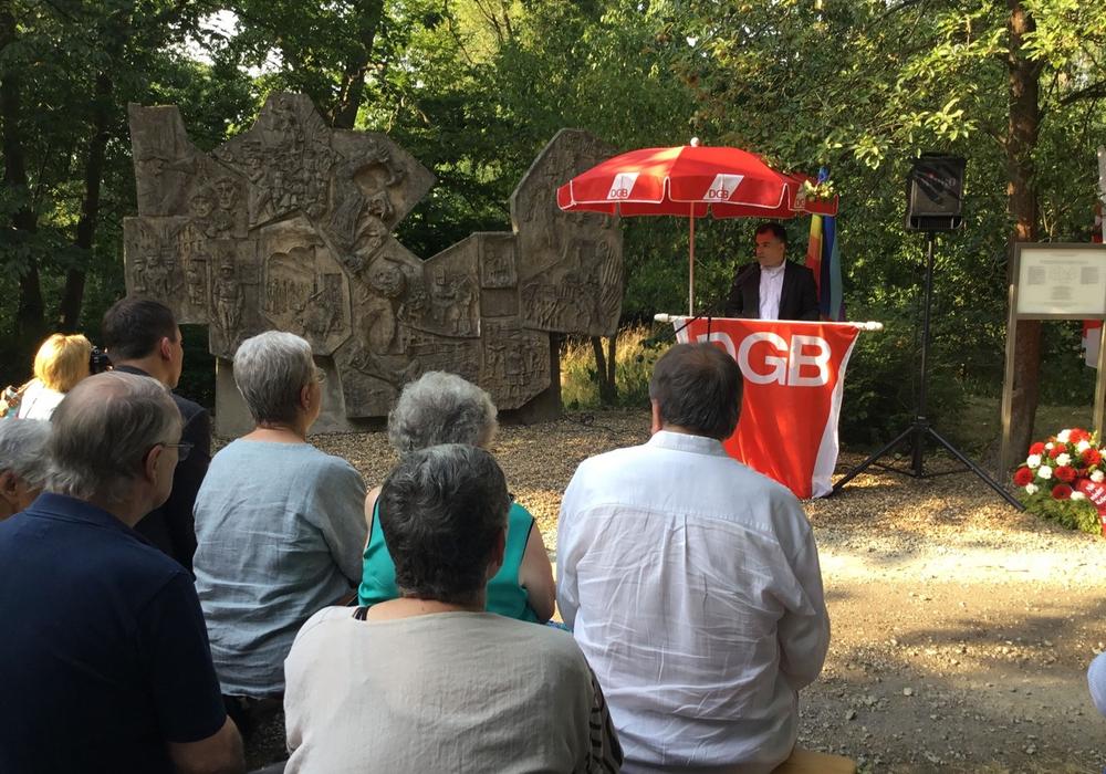 85 Jahre nach den Rieseberg-Morden: Dr. Christos Pantazis warnt in Gedenkrede deutlich vor Rechtsruck in der Gesellschaft. Foto: SPD