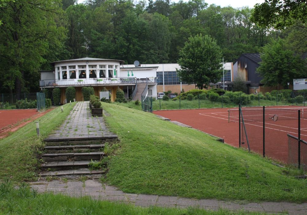 """Auf dem Gelände des jetzige """"Tennisclub Wolfsburg"""" sollen Wohnhäuser und eine Kita entstehen. Foto: Julian Bergmeier"""