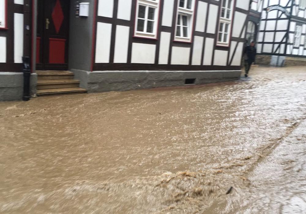 Die Bergstraße in Goslar stand vollständig unter Wasser. Foto: Frederick Becker