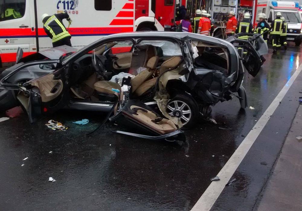 Verkehrsunfall auf der A 39. Fotos: Freiwillige Feuerwehr Cremlingen