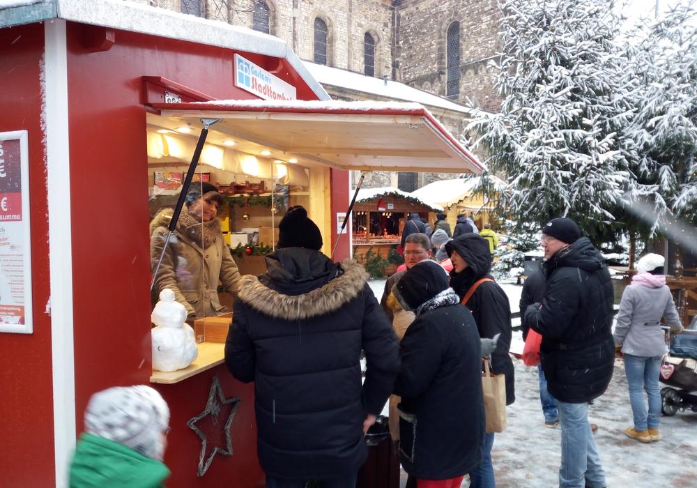 Stadttombola auf dem Goslarer Weihnachtsmarkt. Foto: Diakonische Beratungsdienste Goslar GmbH