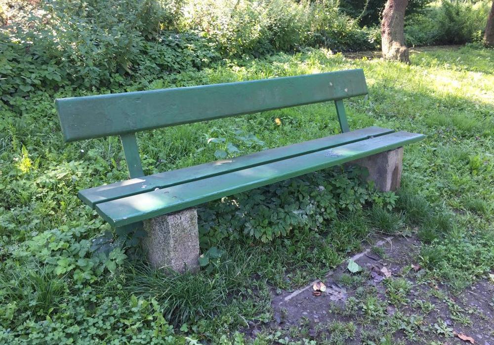 Die alten Bänke sollen durch neue aus zertifiziertem Tropenholz ersetzt werden. Foto: Anke Donner
