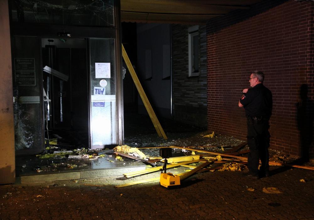 Es ist bereits der dritte Überfall mit gesprengten Geldautomaten in der Region in diesem Jahr. Fotos: Rudolf Karliczek