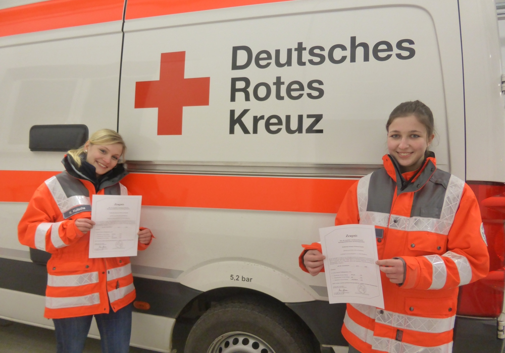 Katharina Kutsche (links) und Vivien Lippert. Foto: DRK Wolfsburg