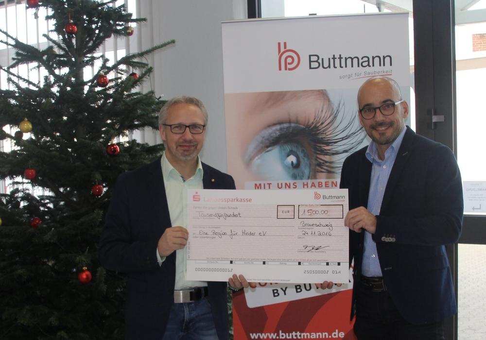 """Michael Schwarze (Vorsitzender """"Eine Region für Kinder e.V.), Frank Bleitner (Geschäftsführer Fa. Buttmann GmbH & Co.KG). Foto: Privat"""