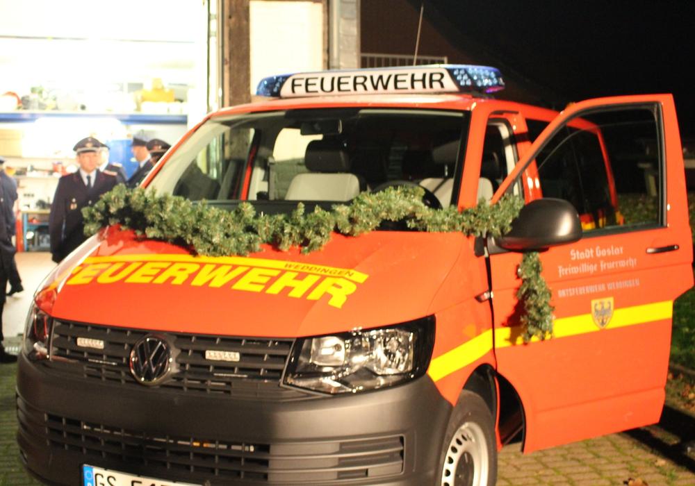Die Ortsfeuerwehr Weddingen erhält einen neuen Mannschaftstransportwagen. Fotos: Max Förster