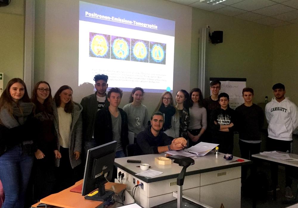 Schüler des Theodor-Heuss-Gymnasiums beschäftigten sich mit dem Thema Alzheimer. Fotos: THG