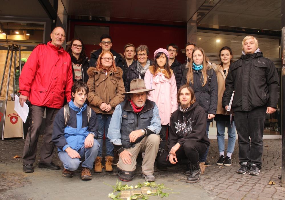 In Braunschweig wurden am Freitag zehn neue Stolpersteine verlegt. Fotos: Anke Donner