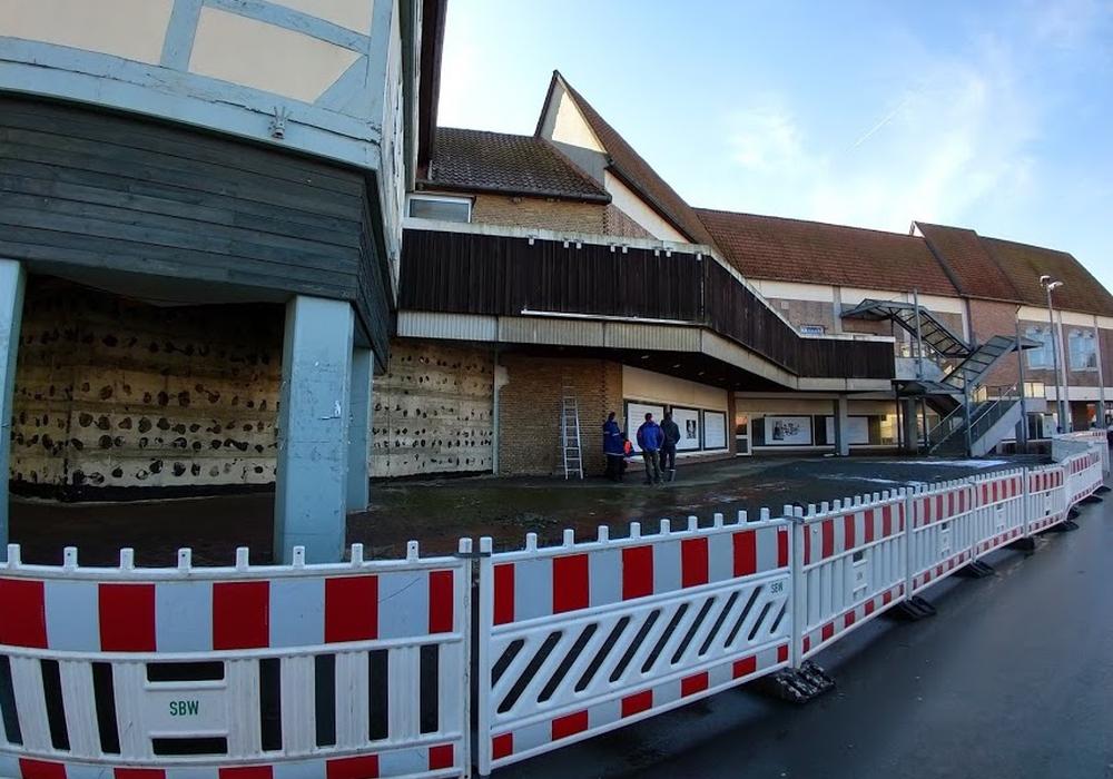Am alten Hertie-Gebäude wird jetzt endlich gebaut. Foto: Werner Heise