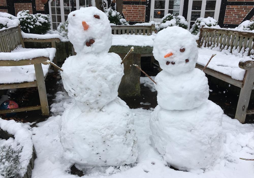 Schneemänner und Schneefrauen müssen wohl sämtliche Weihnachtspartys absagen. Foto: Marian Hackert