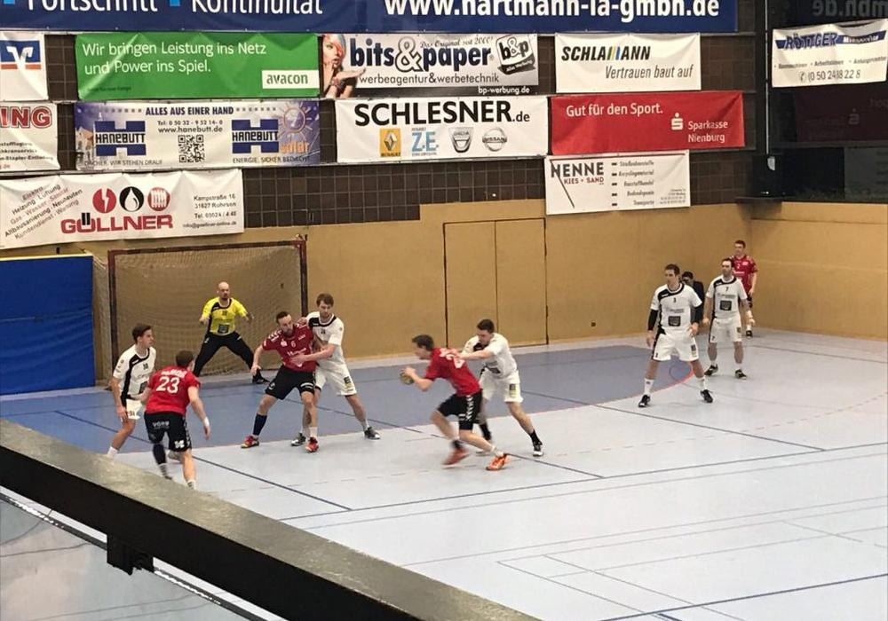Der MTV Vorsfelde verliert in einem temporeichen und kampfbetonten Spiel trotz starker Leistung in Nienburg mit 34:31 (20:13). Fotos: Patrick Siegmund