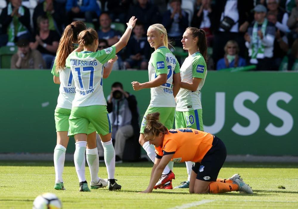 Vierter Sieg im vierten Spiel: Double Sieger VfL Wolfsburg ist auf dem Weg zum nächsten Meistertitel. Foto: Agentur Hübner