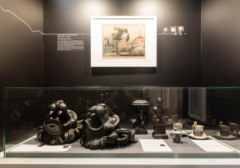 """Die in der """"Schatzkammer Harz"""" gezeigten Löwenköpfe weisen schon auf das nächste Ausstellungsthema hin: """"10 Jahre Schloss …seit 1841"""". Fotos: Schlossmuseum/M. Küstner."""