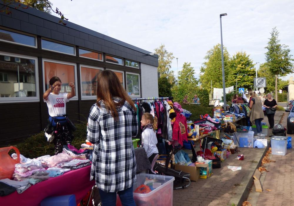 Erster Lindener Dorfflohmarkt. Foto: Kersten Meinberg