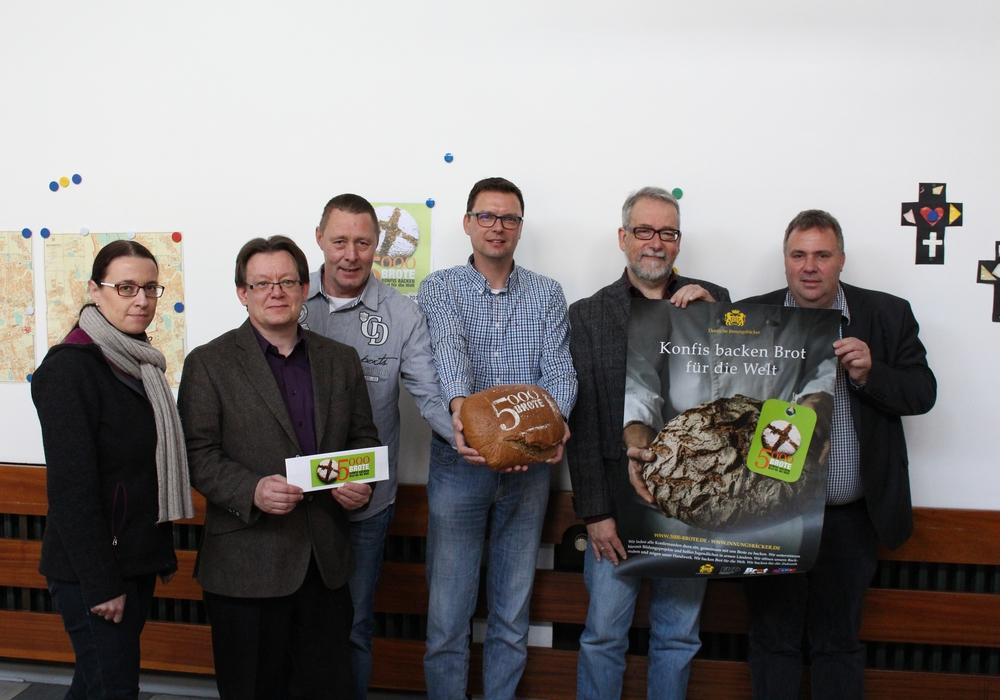 Pilotprojekt zum Brotbacken. (von l. nach r. Steiner, Lauer, Macenauer, Richter, Grause, Schulz-Seitz) Foto: Bernd Dukiewitz