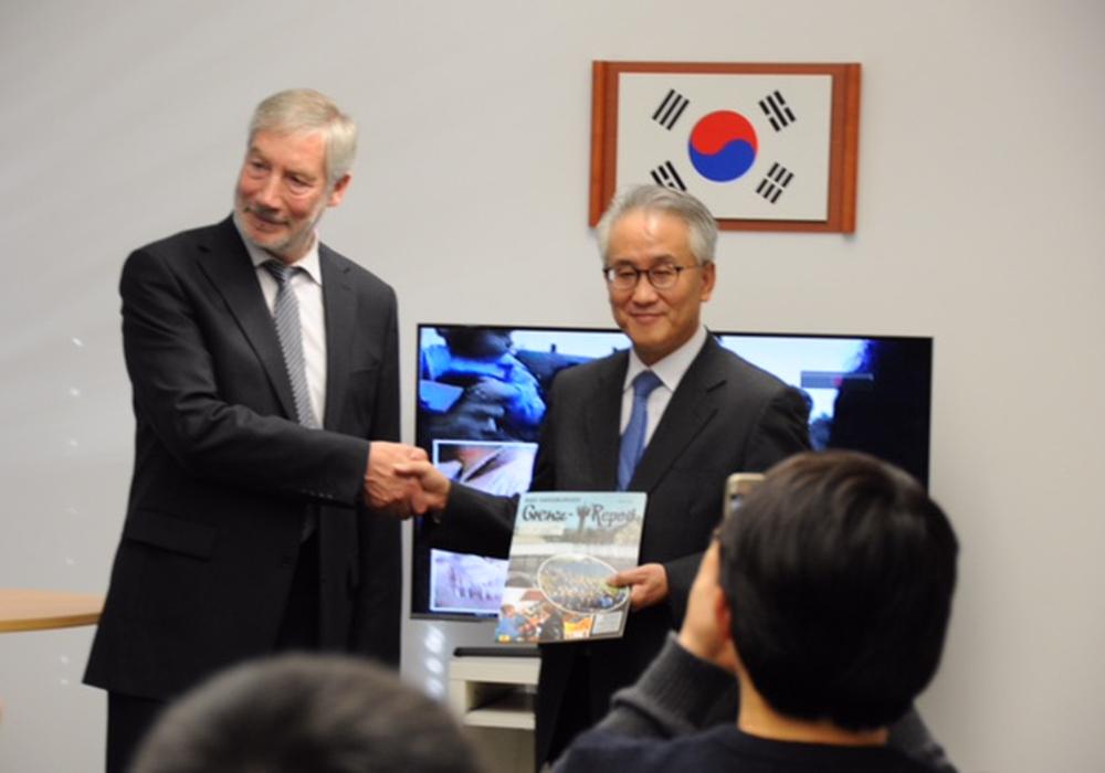 Bürgermeister Ralf Abrahms und Botschafter Lee Kyung-soo. Foto: Stadt Bad Harzburg