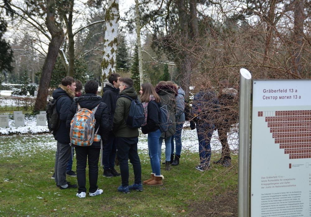 Schüler sollen bei einem Ideenwettbewerb einen Gedenkort für die 217 Opfer der Hinrichtungsstätte Wolfenbüttel entwerfen. Fotos: JVA Gedenkstätte
