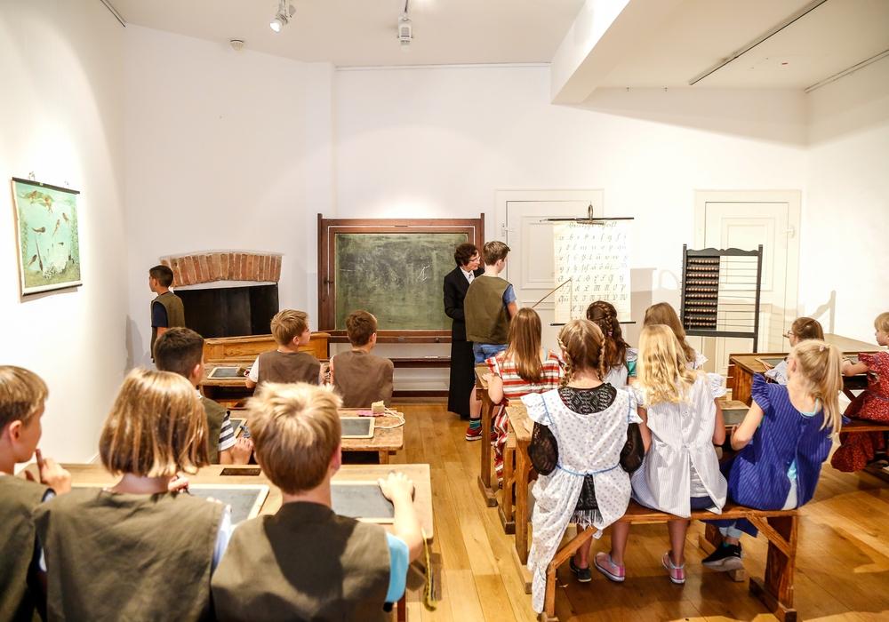 Schüler des Schlosses erlebten Unterricht wie vor 100 Jahren. Foto: Stadt Wolfenbüttel