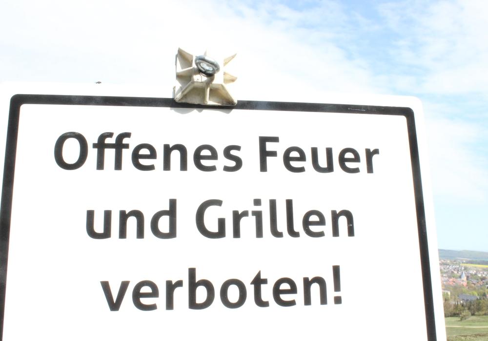 Offenes Feuer ist verboten. Bei der herrschenden Trockenheit werden Gras und Gestrüpp schnell zum Zunder.