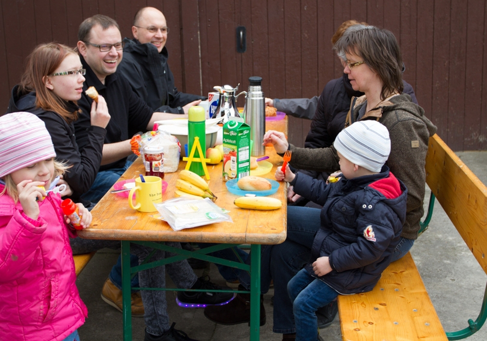 Die BürgerAktionSichereAsse hat schon mal zum Probesitzen für die Frühstücksmeile eingeladen. Foto: Privat