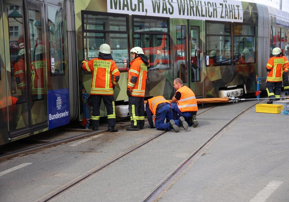 Feuerwehr und Verkehrs GmbH im Einsatz. Fotos: Rudolf Karliczek
