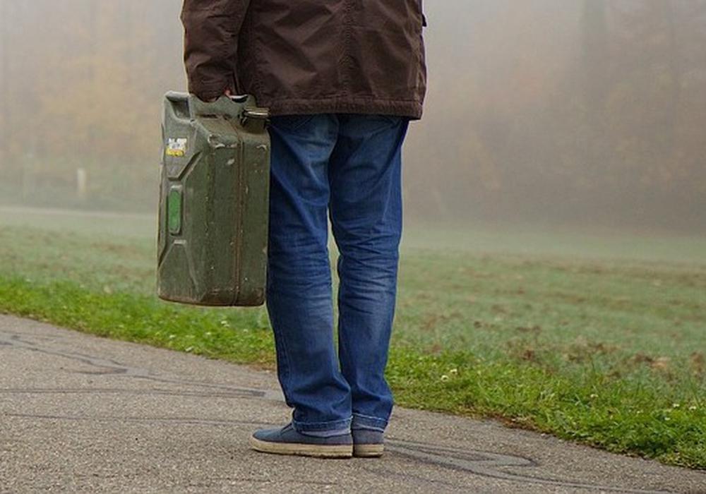 Wie konnten Diebe ungefähr 800 Liter Kraftstoff abtransportieren? Symbolfoto: pixabay