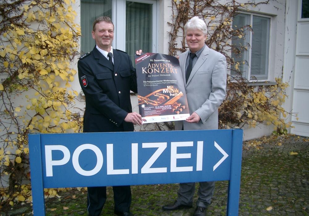 Kommissariatsleiter Jörg Dornfeld und Polizeihauptkommissar Harald Grothe (von rechts). Foto: Polizei