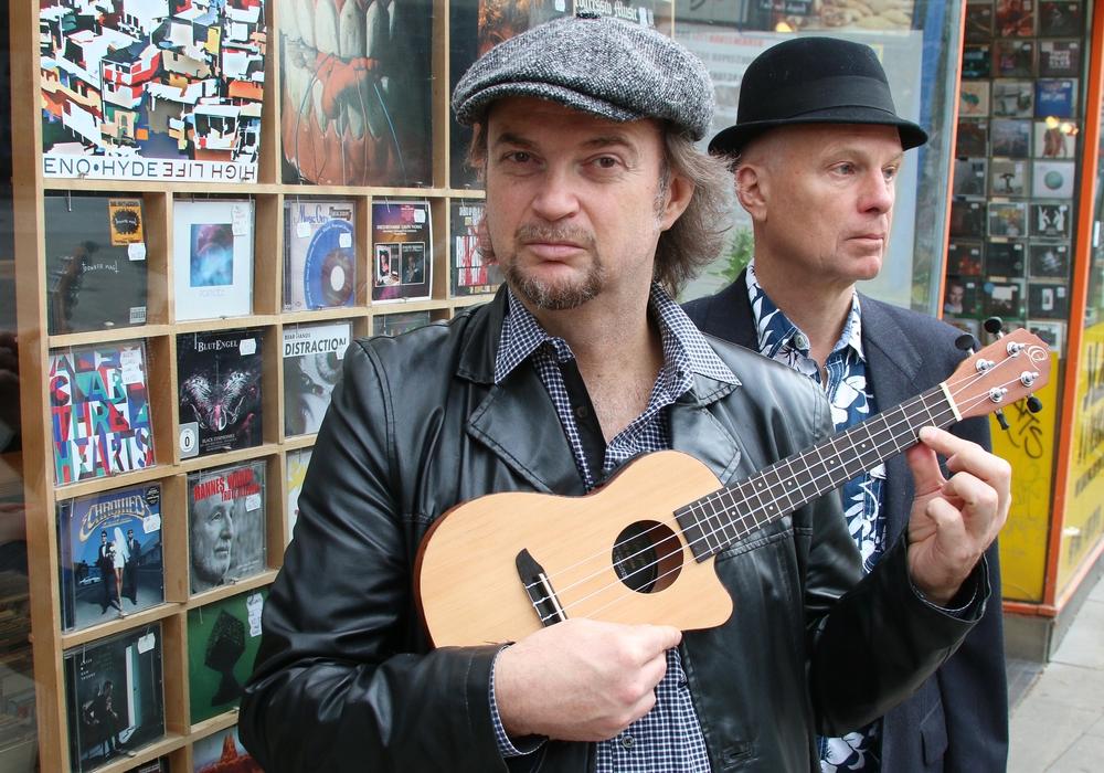 """Pat Fritz und """"Herr Schultz"""" erzählen die Geschichten hinter den Songs. Foto: Patrick Becher"""