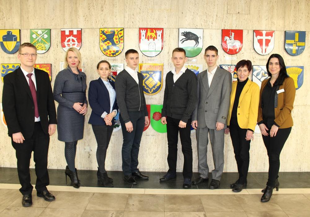 Bürgermeisterin Bärbel Weist (2.v.r.) begrüßte die jungen Besucher aus Togliatti im Rathaus. Foto: Eva Sorembik
