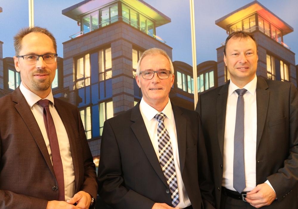 Matthias Gericke, Ernst Gruber und Thomas Stolper gaben am Donnerstag bekannt, dass die Volksbank einige Filialen schließen wird. Fotos: Anke Donner