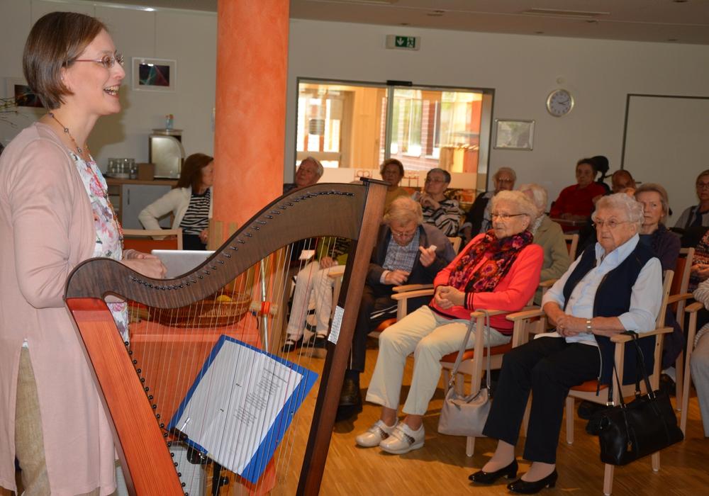 Christiane Rosenberger gab ein Benefiz-Konzert im Spittaheim. Foto: Evangelisch-Lutherischer Kirchenkreis Peine