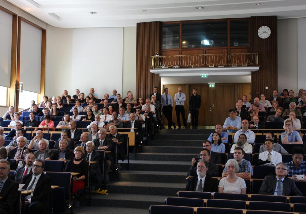 Nationale und internationale Gäste beim Helmholtz-Symposium und der Helmholtz-Preisverleihung. Foto: Max Förster
