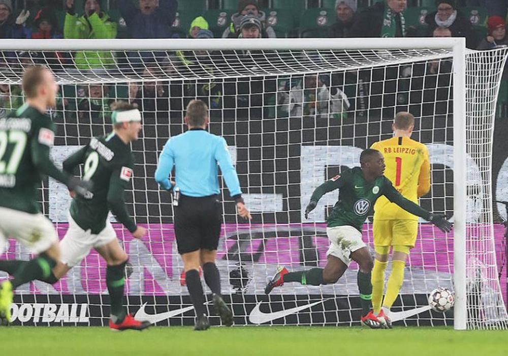 Das Tor des Tages: Jerome Roussillon und seine Bundesliga-Premiere. Fotos: Agentur Hübner