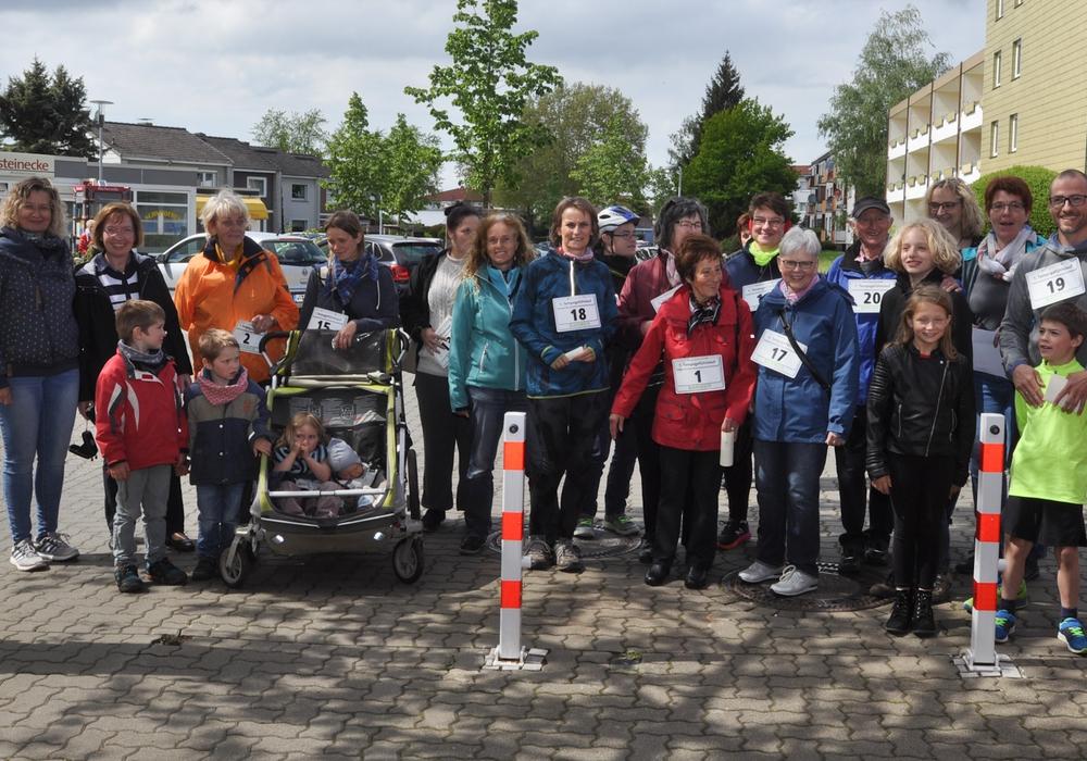 """Die meisten Teilnehmer gingen beim """"Massenstart"""" auf die Stecke. Foto: Stadtteilnetzwerk Nordost"""