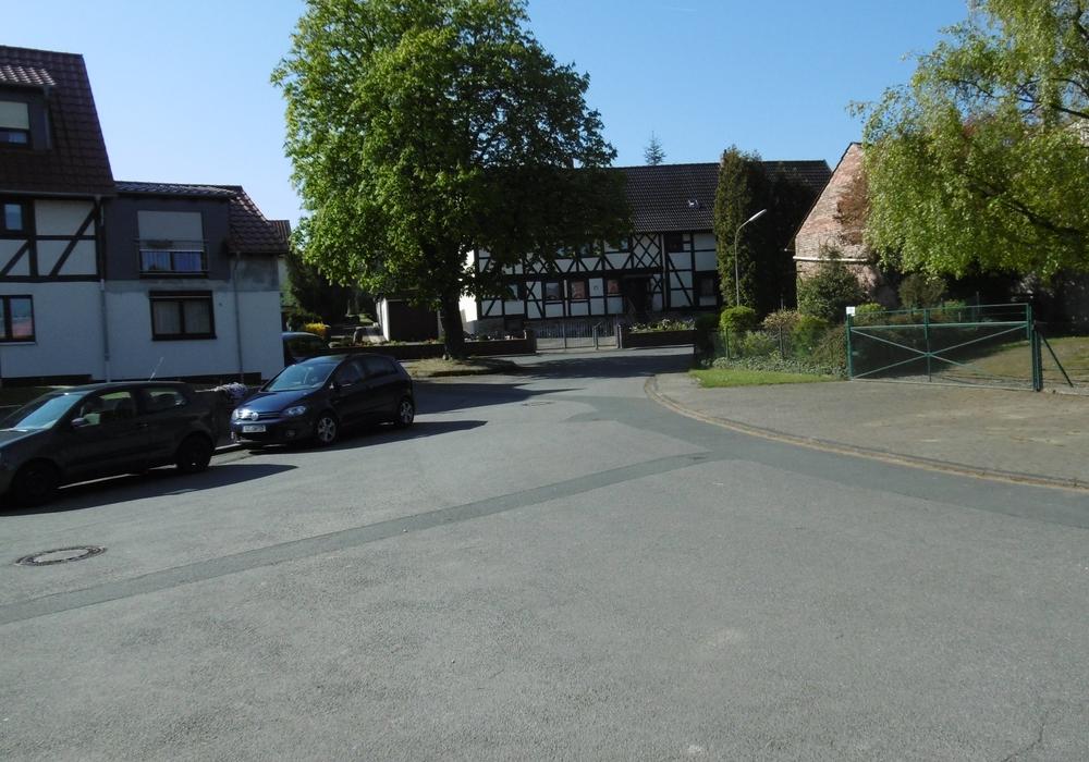 Der Straßenbereich der Dorfmitte wartet auf seine Neugestaltung. Foto: Stadt Goslar